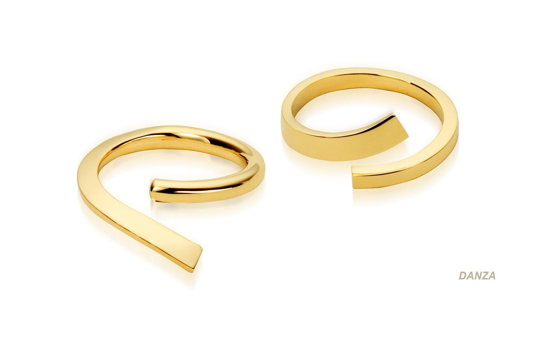 Persoonlijke 14 karaat gouden verlovingsring handgesmeed voor een huwelijksaanzoek