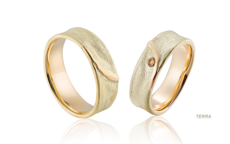 natuur trouwringen van mat goudmet cognac diamant 0,05 crt