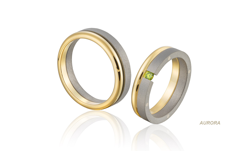 Groene briljant in titanium trouwringen