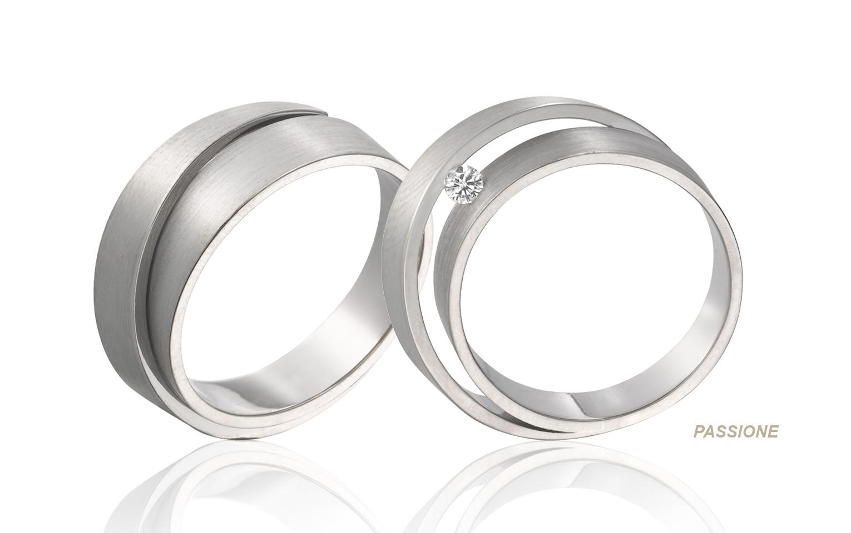 witgouden 14 karaats trouwringen met een diamant van 0,05 carat vvs/tw